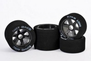 Hot Race 1/8 Front Foam Tire 32 Shore (2) - carbon rims